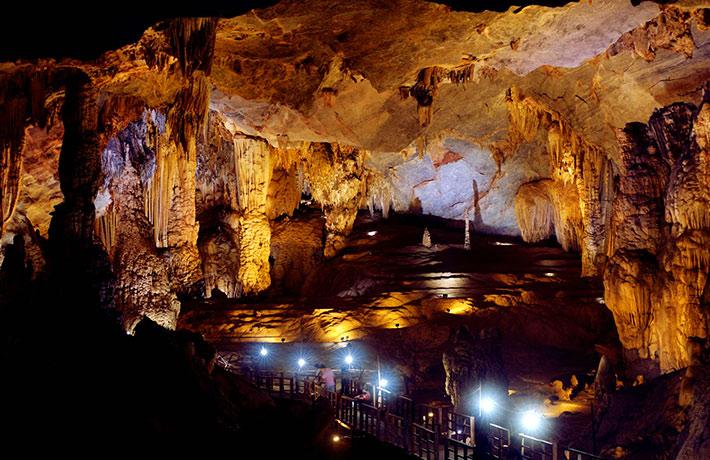 Tour Huế - Thánh Địa La Vang - Phong Nha 1 Ngày